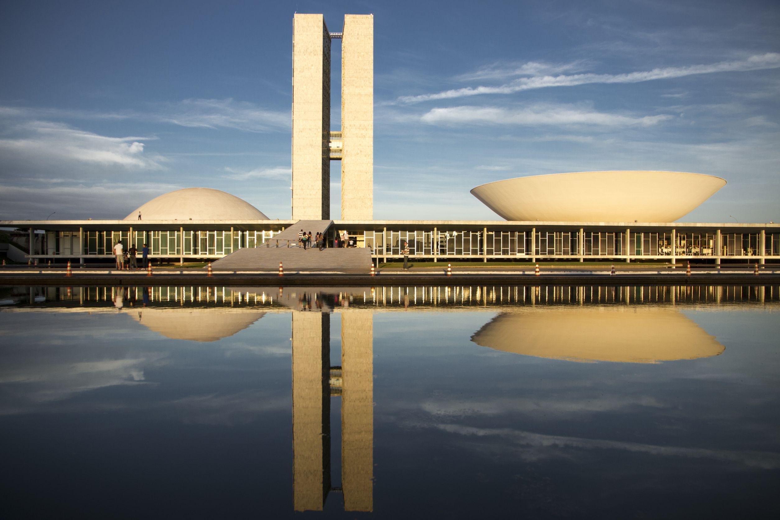 20132411 - the futuristic brazilian congress buildings