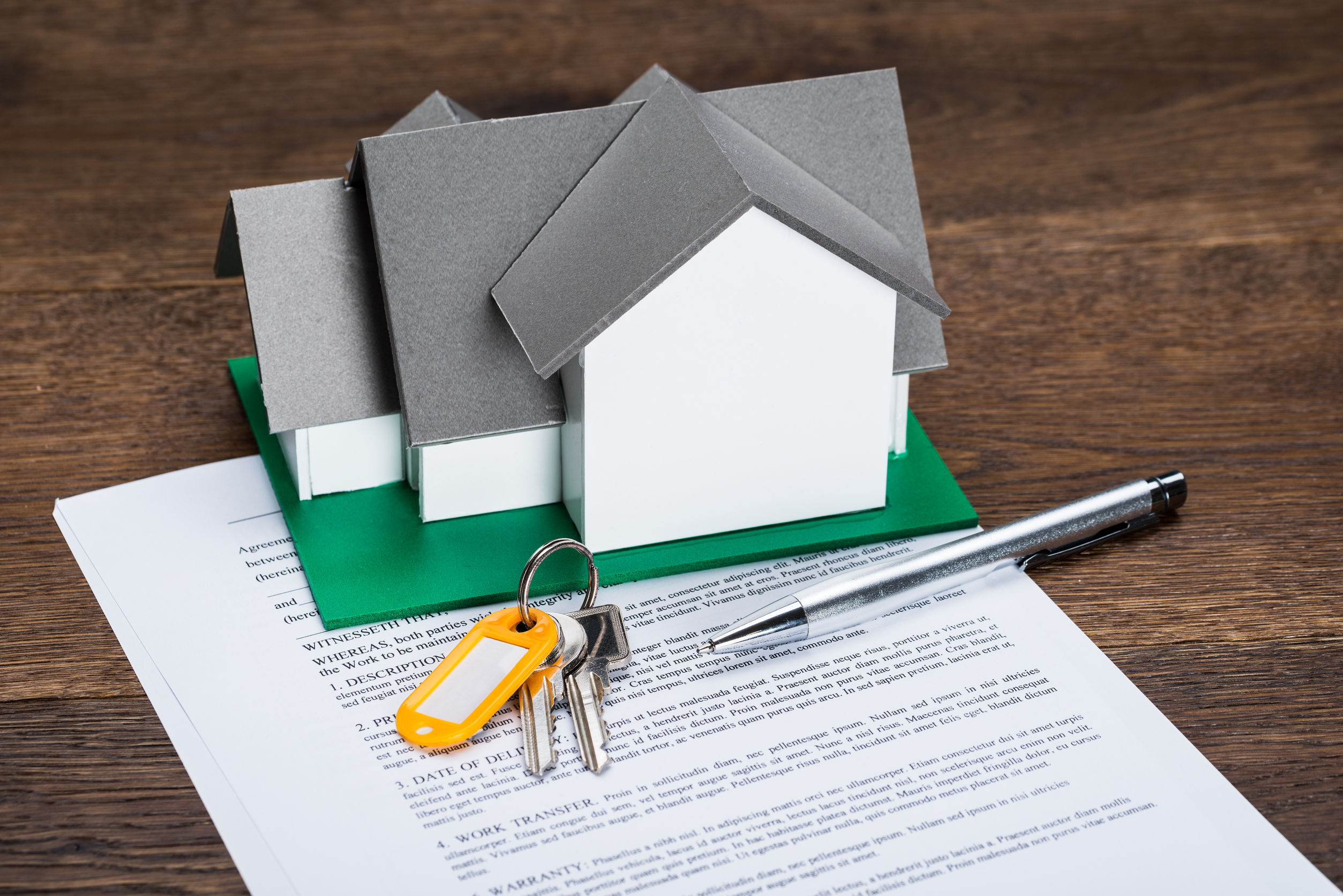 41317960 - house model with keys and ballpen on contract paper